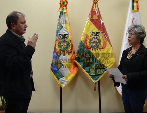 Ministra Pinckert posesiona al nuevo director de Emagua