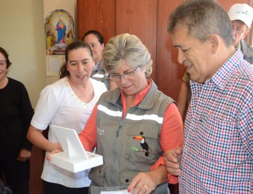 MMAyA y municipio de Postrervalle acuerdan trabajo conjunto para agua, alcantarillado, residuos y conservación de dos especies de loros