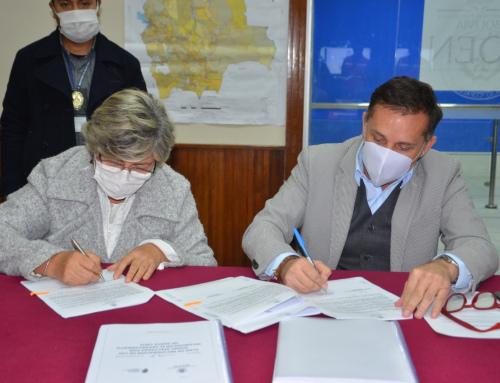 MMAyA entregó vehículos al Ministerio de Defensa para uso de emergencias