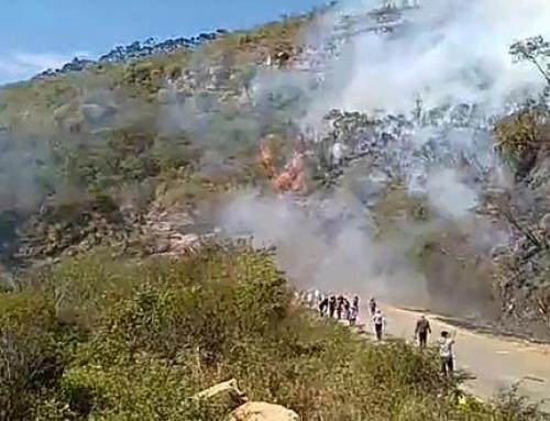 Bloqueadores provocan incendio en Samaipata