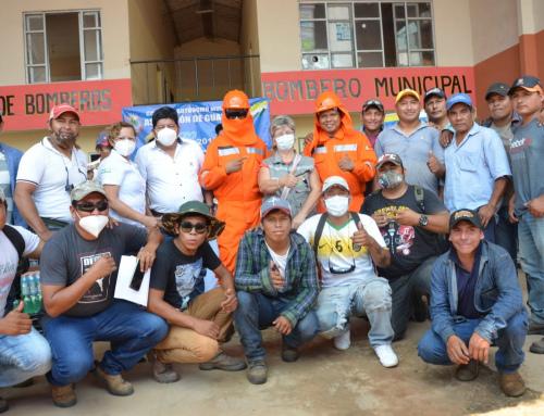 Ministra Pinckert entrega equipamiento a bomberos municipales de Ascensión de Guarayos y Urubichá