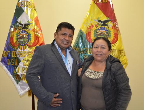Ministro Santos Cruz se reúne con la alcaldesa del municipio de Caranavi