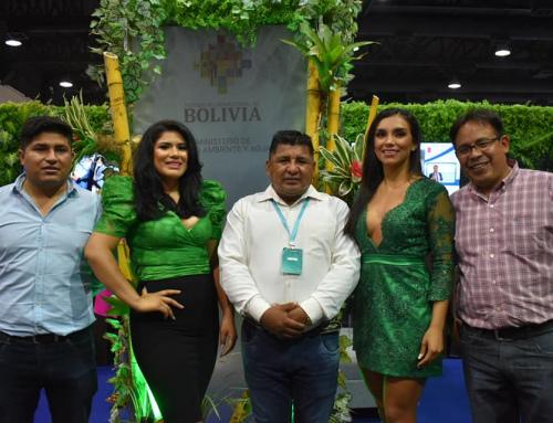 El ministro de Medio Ambiente y Agua Juan Santos Cruz junto a autoridades de esta cartera de Estado, se hacen presentes en el Stand ministerial instalado en la Fexpocruz 2021